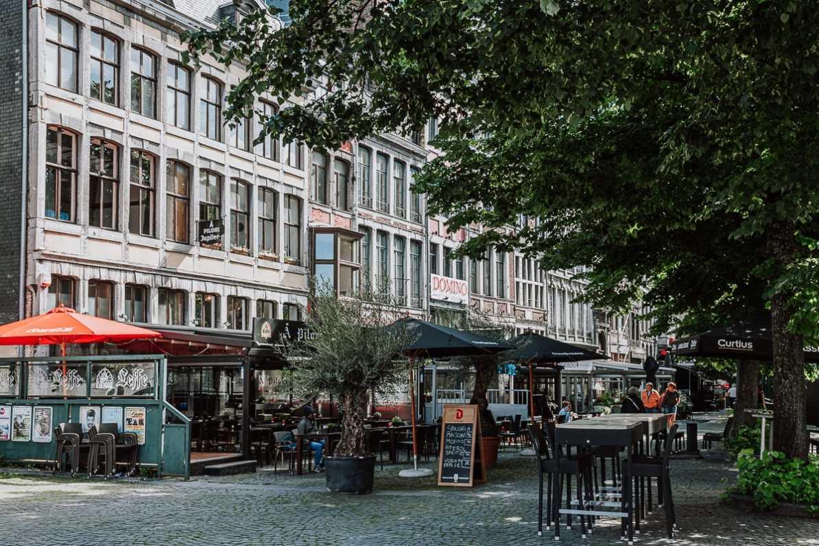 Place du Marché mit vielen Restaurants und Cafés, Lüttich