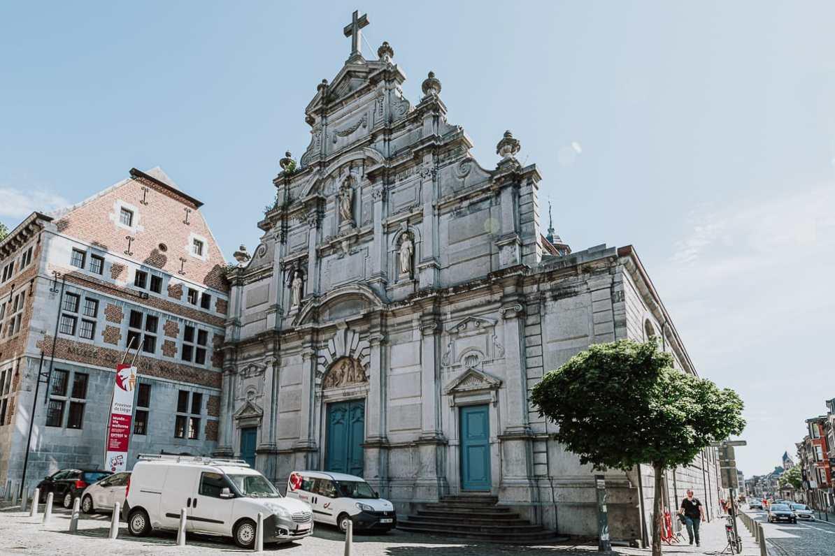 Das beeindruckend verzierte Klosterkirche Saint-Antoine in Lüttich.