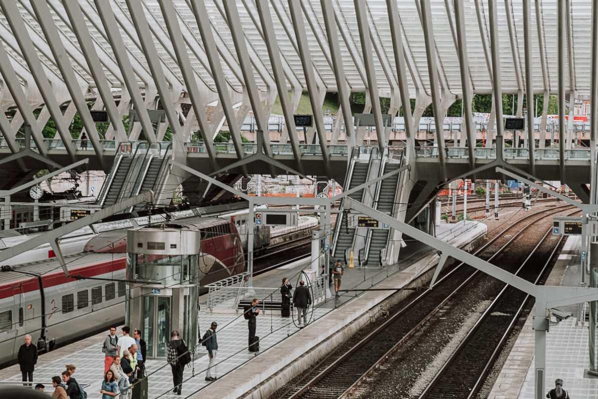 Schnellzug Thalys im Bahnhof Liège-Guillemins