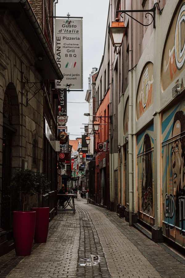 Enge Gasse hinter dem Forum in Lüttich, Viertel Le Carré