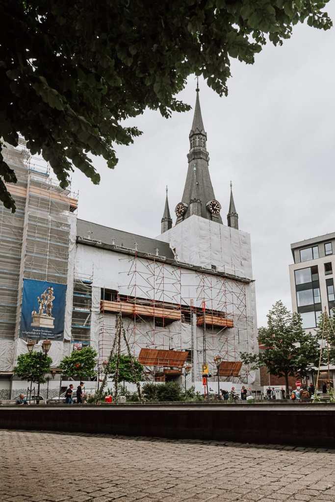 Cathédrale Saint-Paul de Liège - St. Pauls-Kathedrale in Lüttich, die gerade renoviert wird