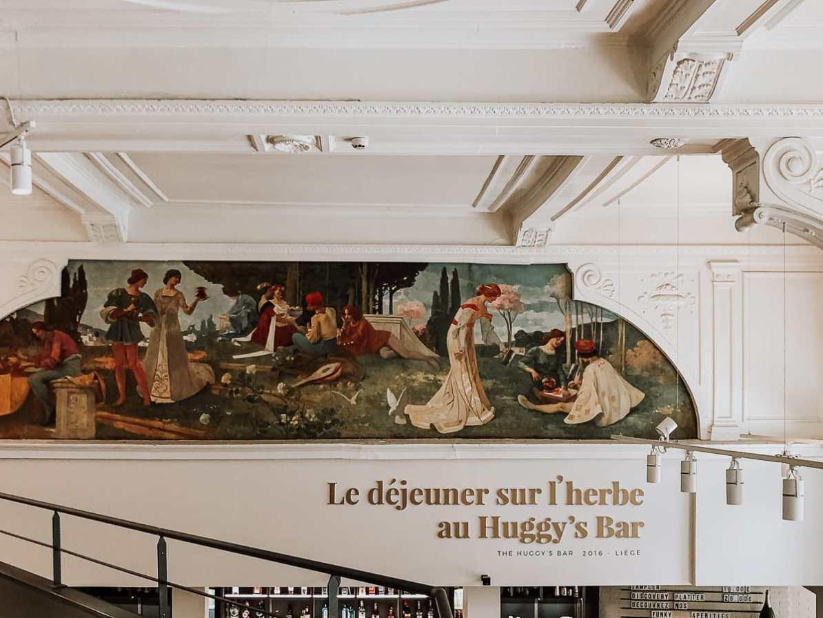 Wandmalerei und Stuckdecke von der Empore im Huggy's Bar aus gesehen