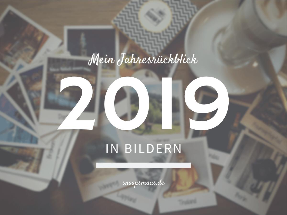 Titelbild Jahresrückblick 2019 in Bildern, Polaroidfotos auf Kaffeetisch mit einem Kaffee an der Seite im Hintergrund