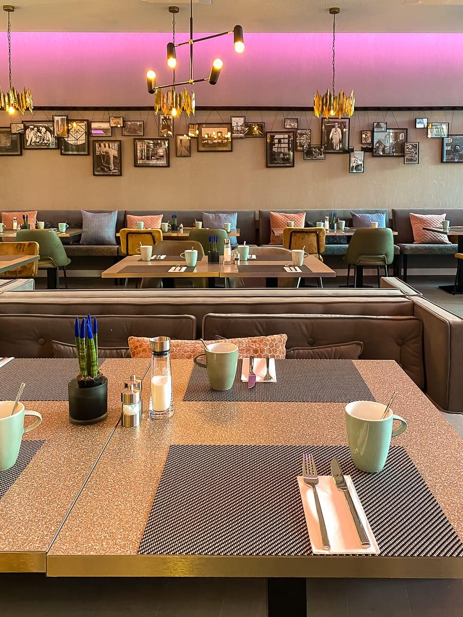 Das Leonardo Dortmund Hotel beinhaltet ein gemütliches Restaurant, das an Kauen der Bergmänner erinnern soll.