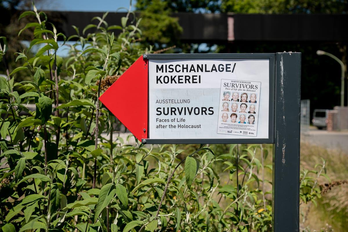Beschilderung, um die Mischanlage/Kokerei, um die Survivors-Ausstellung zu finden