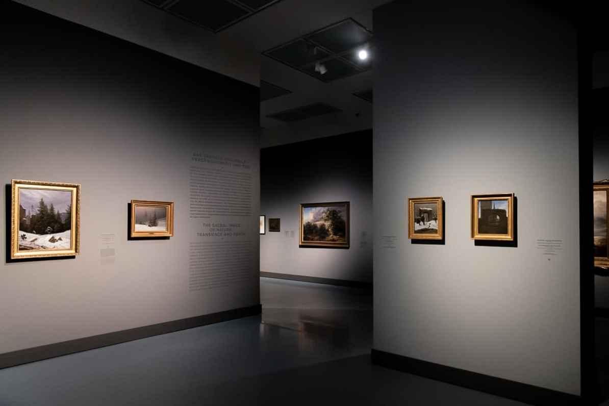 Blick in Teil III der Ausstellung Caspar David Friedrich & die Düsseldorfer Romantiker, Das sakrale Naturbild