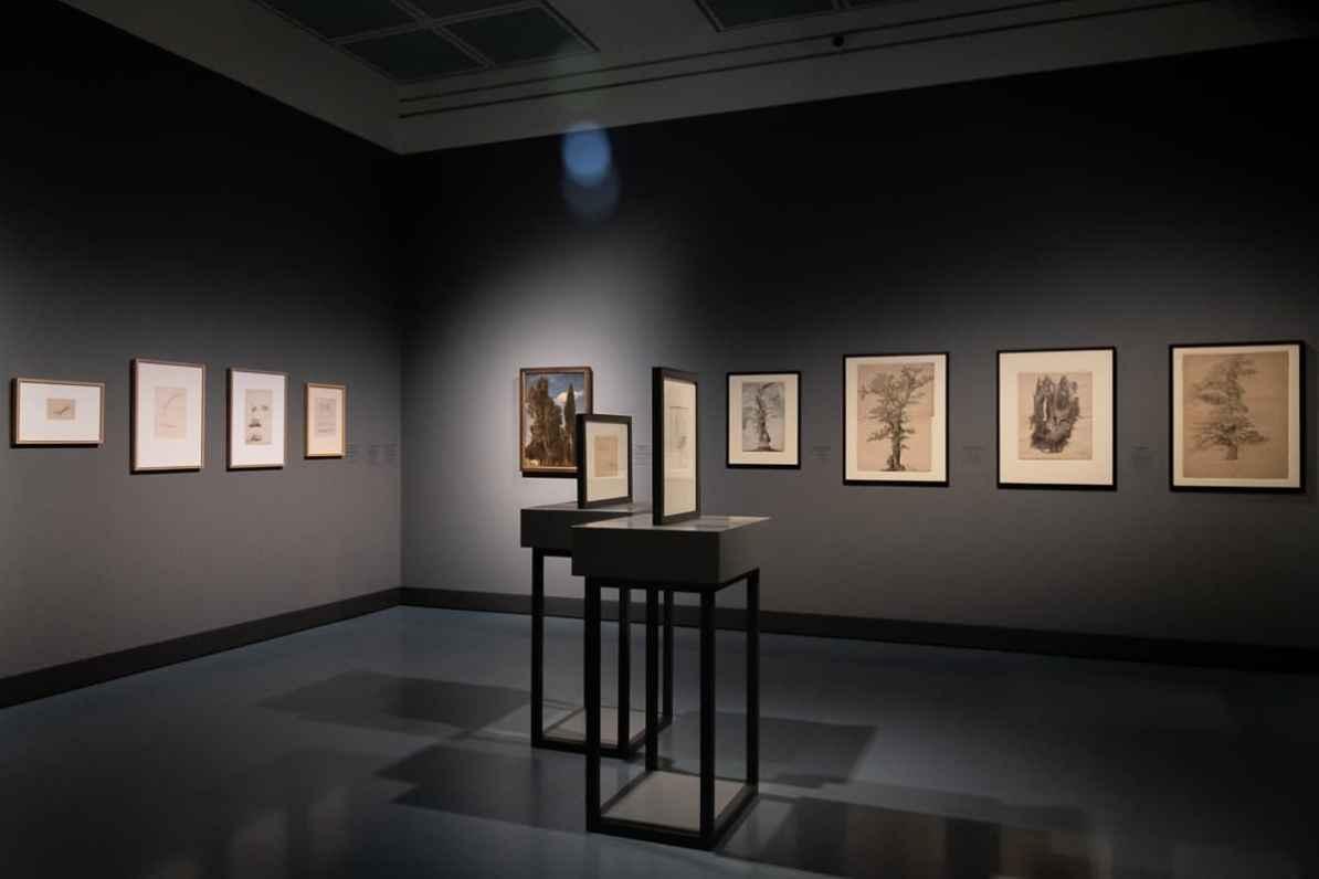 Blick in den Teil IV der Ausstellung Caspar David Friedrich & die Düsseldorfer Romantiker - Von der Naturstudie zum komponierten Bild