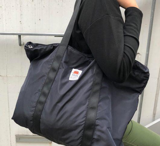 スヌーピー×「ソレイユ」の雨の日にも使えるトートバッグ
