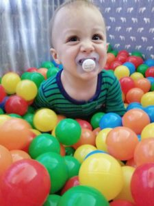 Screen-free activities for toddlers ages 12-18 months toddler activities //  DIY