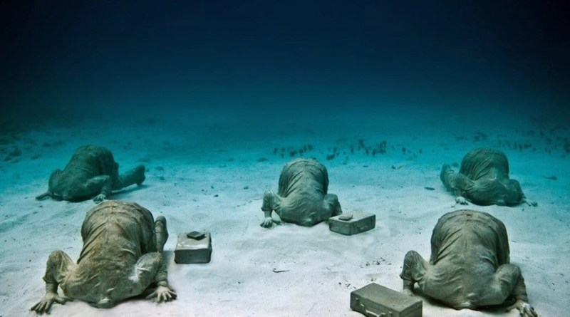 Cancun-underwater-sculptures-museum-Mexico