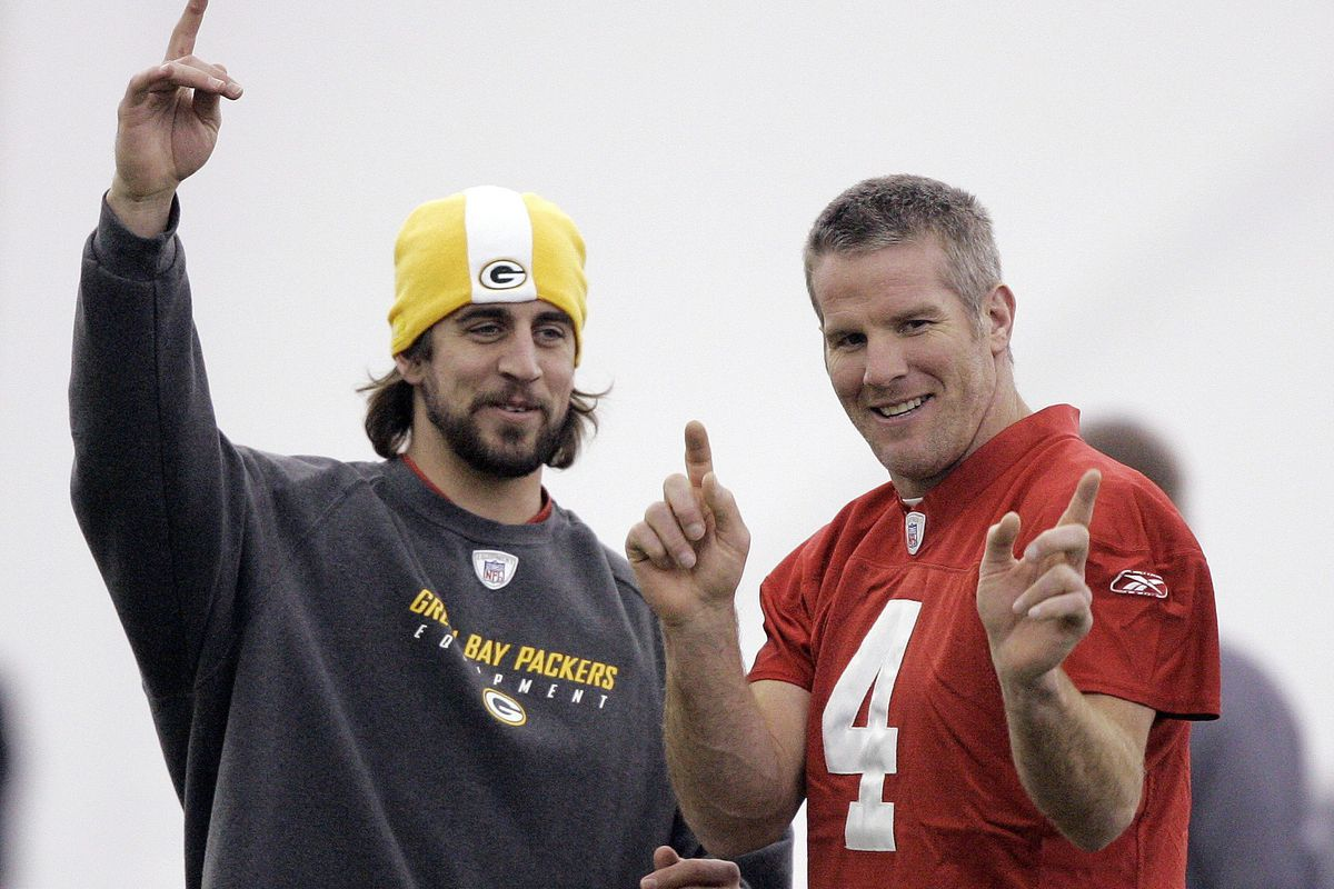 Aaron Rodgers Might Bring Back His Long Hair Look Sports News On Tap Wisconsin