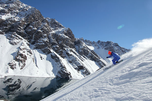 Alex Duret enjoys first shot at the classic Lake Run; patrol dropped the rope just for snowaction © Owain Price
