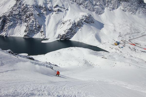 Snowboarding chutes off Roca Jack lift Portillo
