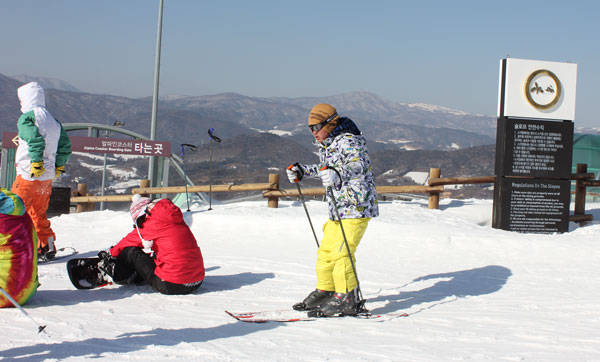 kids skiing at Alpensia