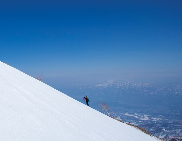 Hiking up Myoko Grand Traverse