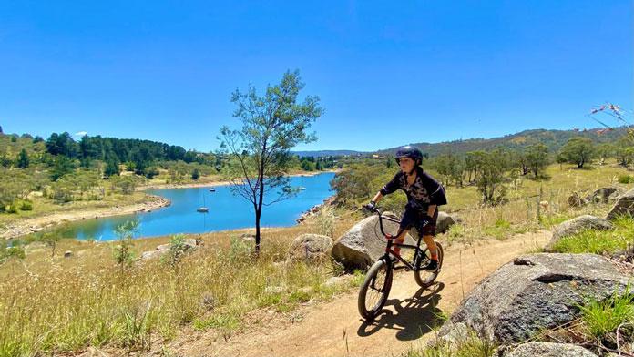 Biking the lake trail out of Jindabyne