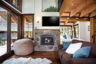 Ponderosa - Great room with gas fireplace and HD TV