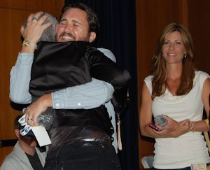 Wil Wheaton loves people and dogs. Anne does too. Will is hugging Xeni Jardin (@xeni)