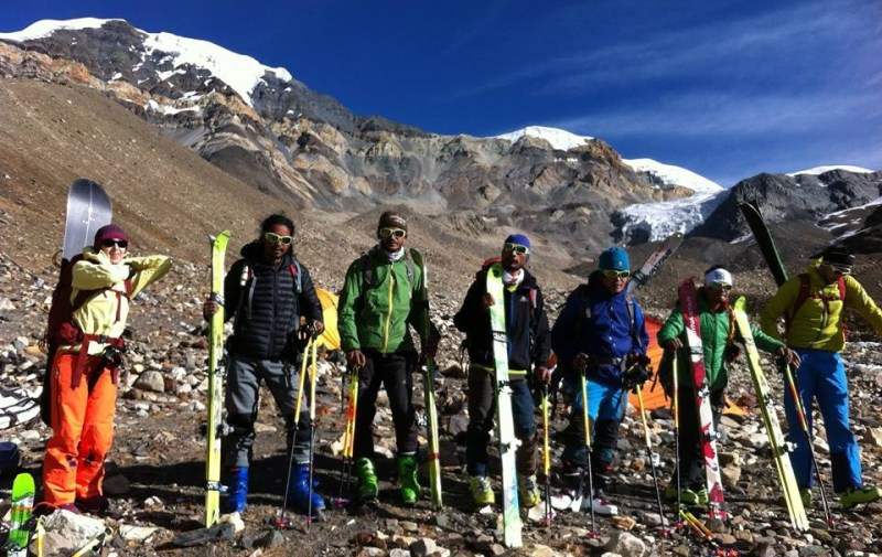 happy-women-mountains-femme-neige-montagne-expédietion-népal-nepali-guide-split-board