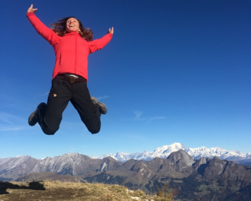 happy-women-mountain-montagne-randonnée-nature