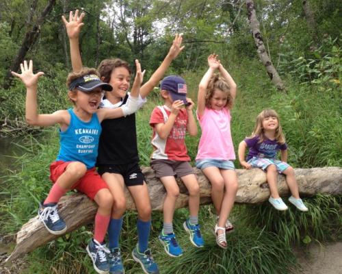 happy-women-in-the-mountains-femmes-montagne-randonnée-ski-skieuse-raquette-balade-informations-guide-essais-enfants-famille