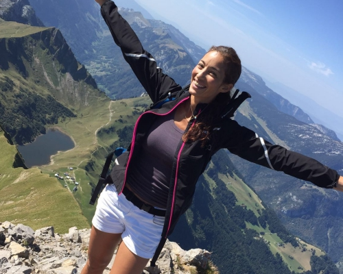 happy-women-in-the-mountains-femmes-montagne-randonnée-ski-skieuse-raquette-balade-informations-guide-essais
