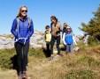 happy-women-mountains-femmes-randonnée-montagne-parmelan-copines-nature-randonneuses