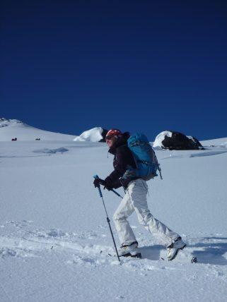 happy-women-mountains-femme-montagne-neige