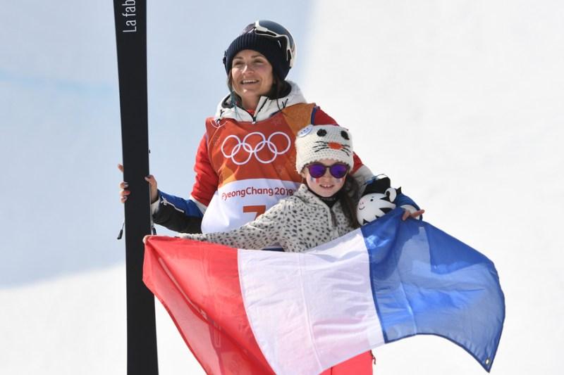 skieuse-championne-femme-montagne-la_plagne-FFS