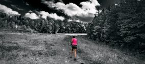 femme-traileuse-coureuse-montagne