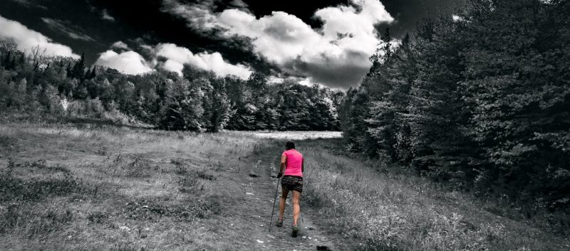 femme-traineuse-coureuse-montagne
