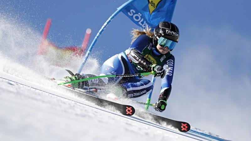 Alice Robinson, la skieuse néo-zélandaise, en action lors du slalom géant d'ouverture de la coupe du monde à Sölden en Autriche. Octobre 2019.