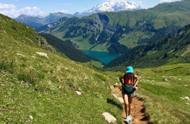 bien-choisir-tenue-vetements-trail-randonnee-femme-montagne-outdoor-conseil-equipement-sport