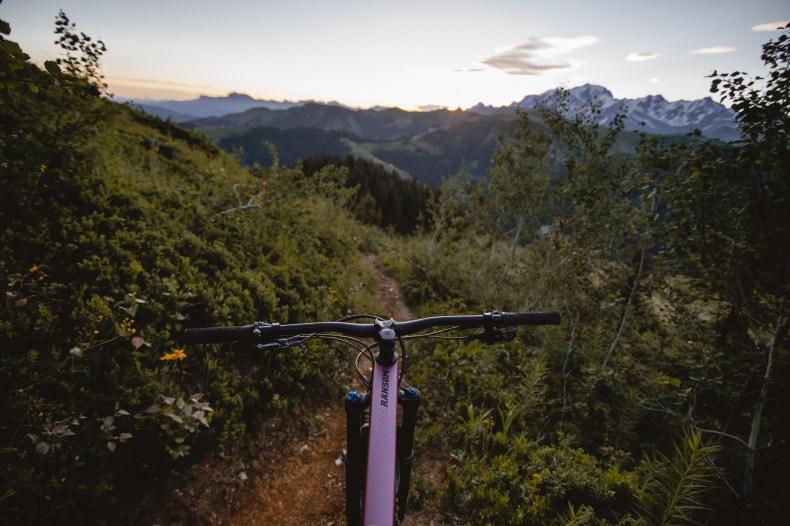 Sortie VTT dans le massif du Beaufortain avec les vélos Scott Contessa.