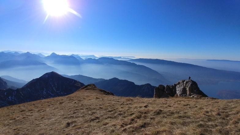 snowflike - happy women in the mountains - montagnes dans la brume un jour de randonnee