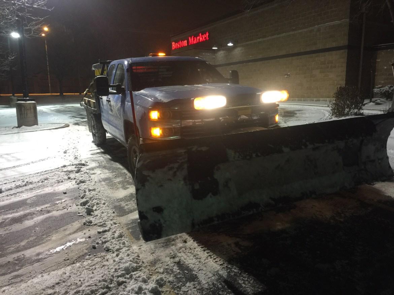 snow-plow-parking-lots-garages-in-Kansas-City-MO