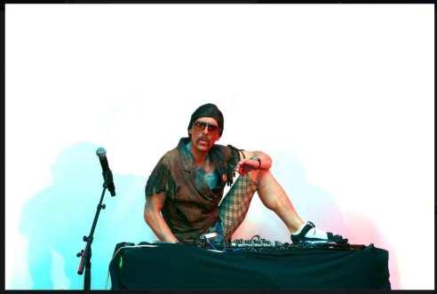 DJ Eddy working his magic