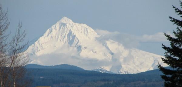 Mount_Hood_(Oregon)_(photograph_by_Theo,_2006)