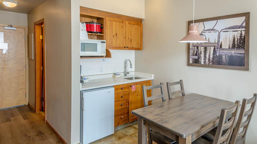 Cahility Hotel & Suites, Sun Peaks, Studio Kitchenette