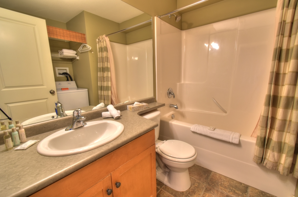Trappers Crossing, Big White, 1 Bed with h/t
