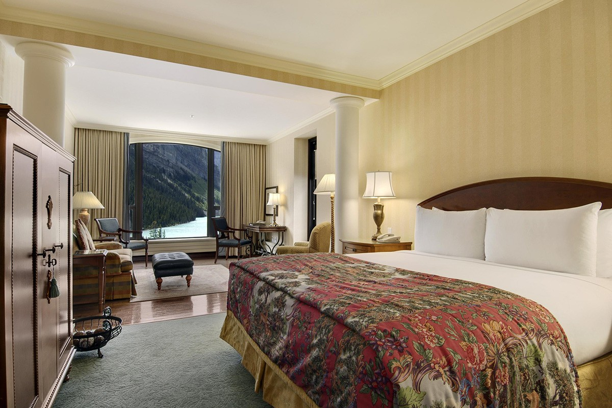 Fairmont Chateau Lake Louise, Junior Lakeview suite