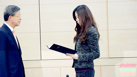 SNSD Seohyun Dongguk University scholarship ceremony
