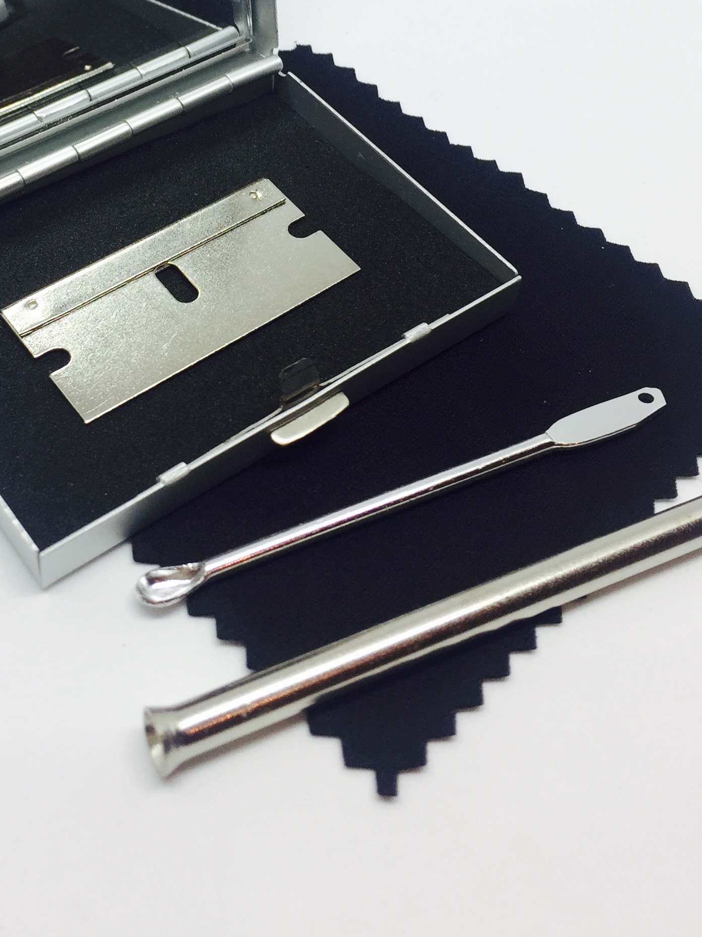 Snuff Snorting Kit - Silver Metal Case