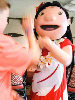 non descript boy high fiving Lilo at 'ohana breakfast