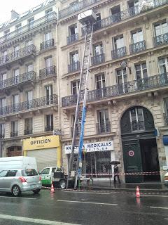 monte meubles paris sous la pluie demeplus.fr