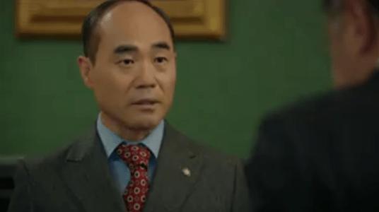 町の弁護士チョ・ドゥルホ第11話 相談するチャン・シヌ