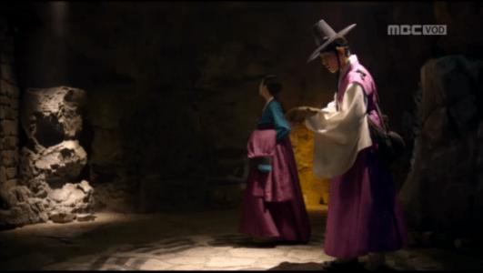 獄中花(オクチュンファ)第24話 洞窟に入るソン・ジホンとオンニョ