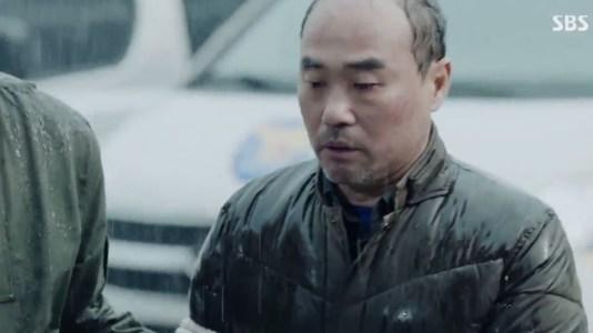 韓国ドラマ「耳打ち(ささやき)」第1話 逮捕されるシン・チャンホ