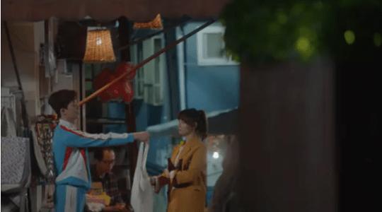 韓国ドラマ「サムマイウェイ」1話 カバンを買うコ・ドンマン