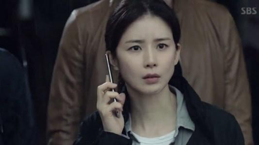 韓国ドラマ「耳打ち(ささやき)」第1話 驚くシン・ヨンジュ